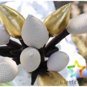 Tulipany z materiału na brązowej łodydze